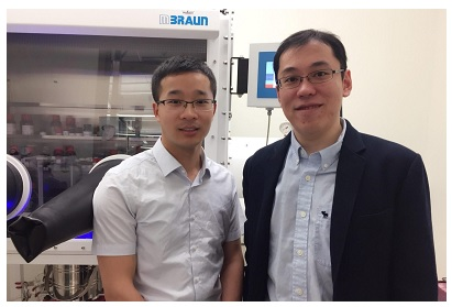 Quanyou Feng (left), first author of the paper and a postdoc scholar in the Tong lab, and Rong Tong, the corresponding author of the paper and assistant professor in the Department of Chemical Engineering